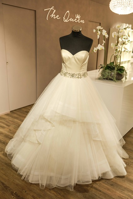 The Queen Brautkleid